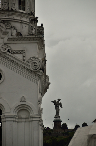 statue of the Virgen de Quito in the distance