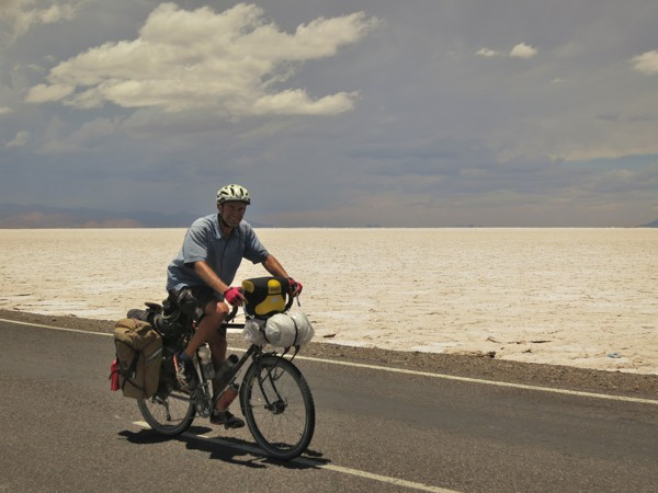 A change of scenery as we cross the Salinas Grandes salt flat.